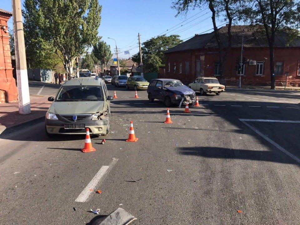 В Мариуполе в аварии пострадали три человека, - ФОТО, фото-2