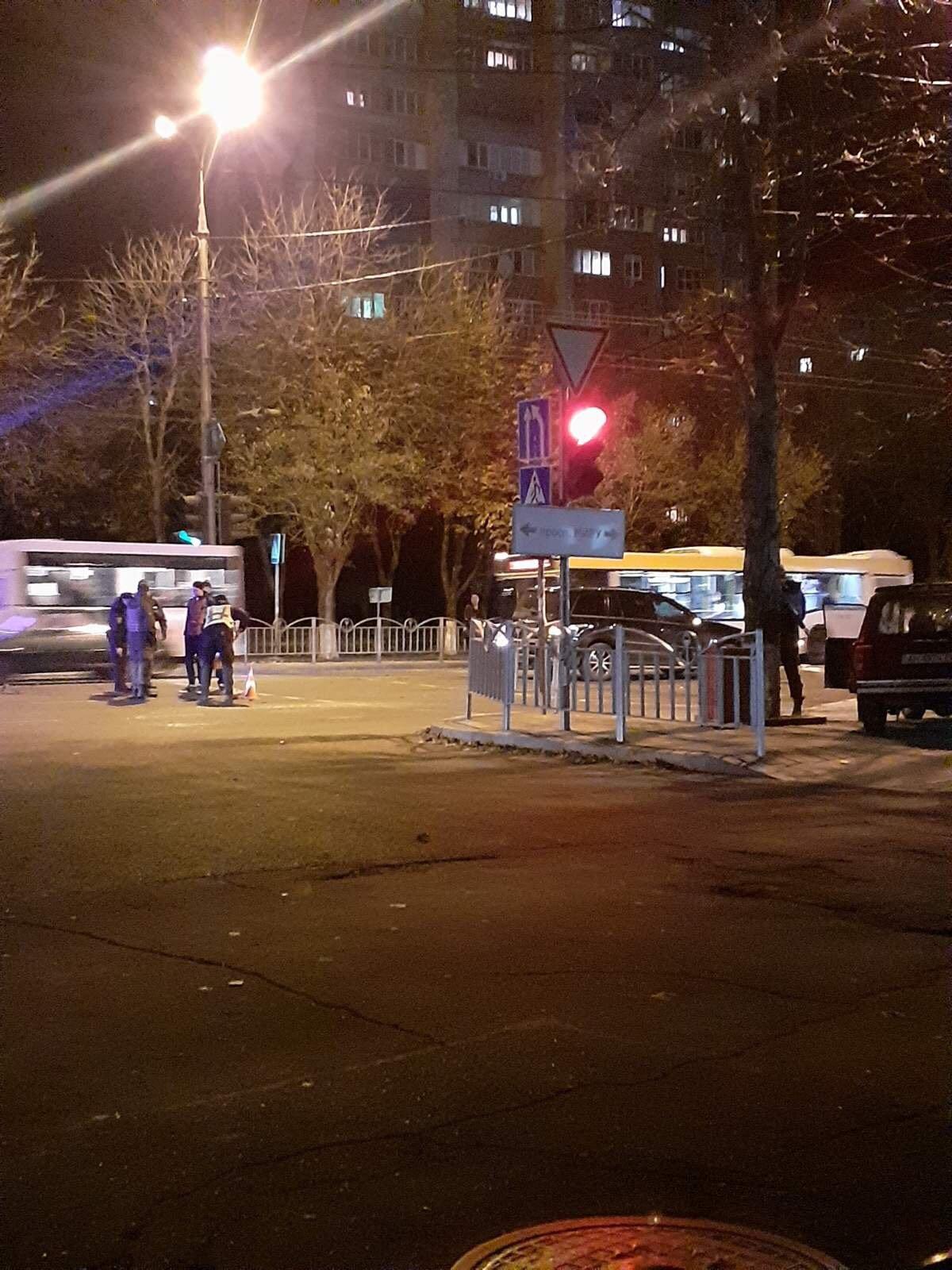 В Мариуполе водитель ВАЗа при столкновении вылетел из авто,-ФОТО, фото-2