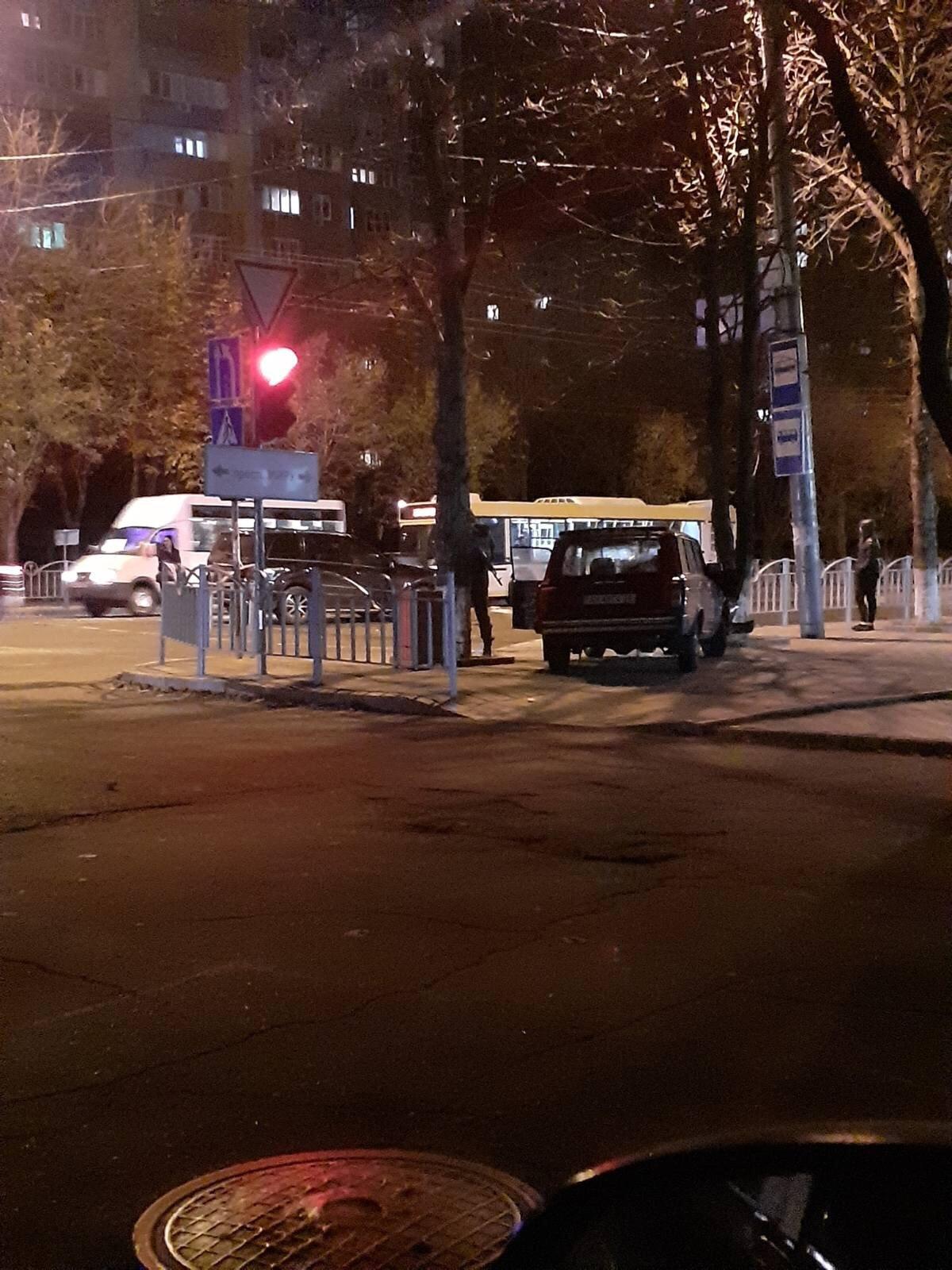 В Мариуполе водитель ВАЗа при столкновении вылетел из авто,-ФОТО, фото-1