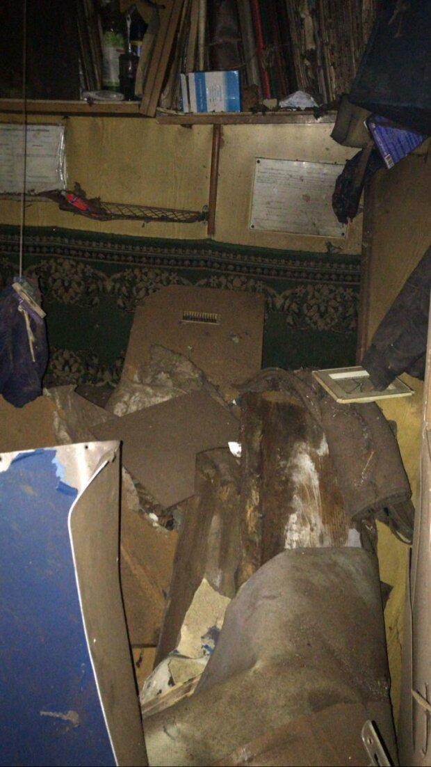В Мариуполе вооруженные люди напали на судно, - ФОТО, ВИДЕО