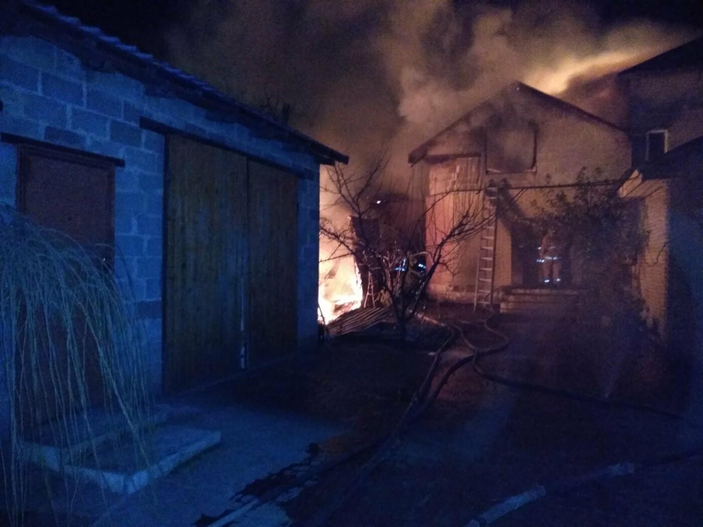 В Мариуполе пожар в частном доме тушили 17 спасателей, - ФОТО, ВИДЕО, фото-2