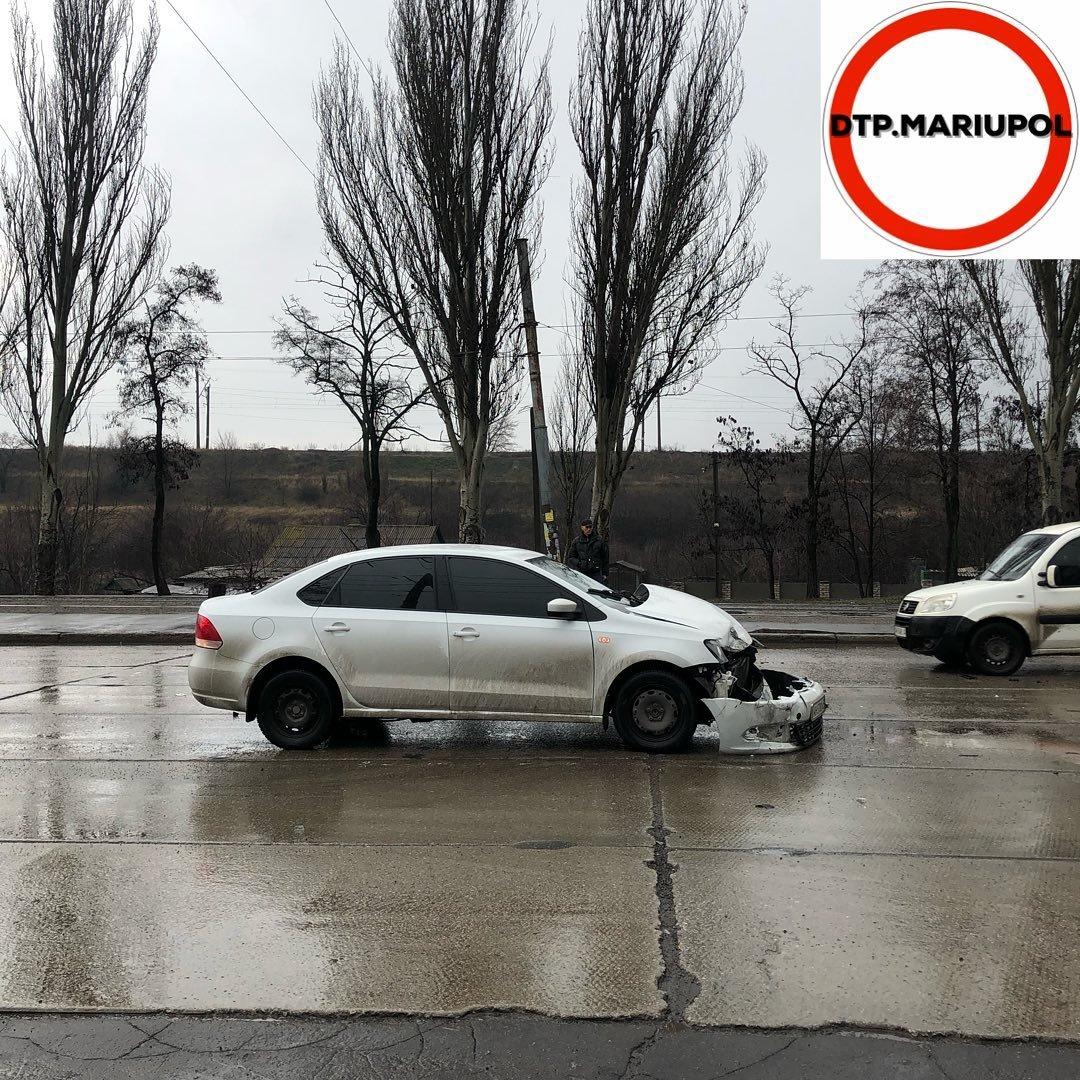 """ДТП в Мариуполе. """"Фольксваген"""" столкнулся с грузовиком, - ФОТО, фото-3"""