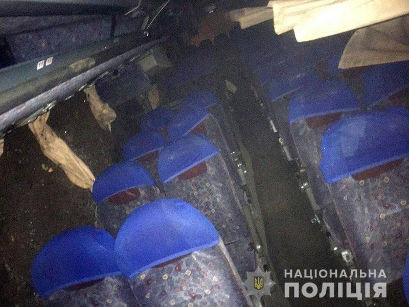 Перевернулся автобус с рабочими, которые ехали из Мариуполя в Константиновку. Пятеро пострадавших, - ФОТО, фото-1