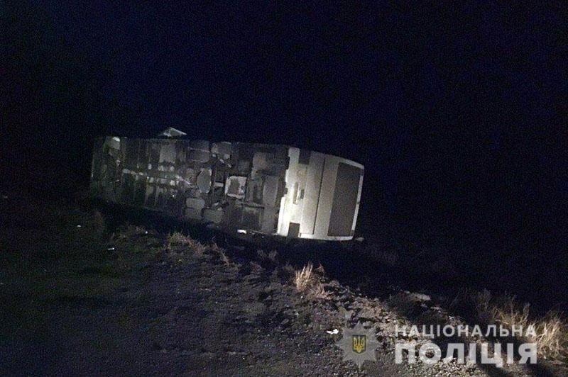 Перевернулся автобус с рабочими, которые ехали из Мариуполя в Константиновку. Пятеро пострадавших, - ФОТО, фото-2