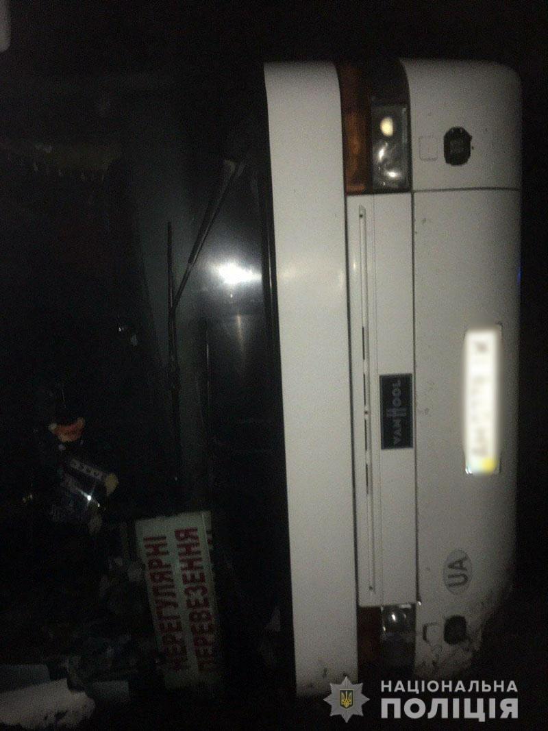 Перевернулся автобус с рабочими, которые ехали из Мариуполя в Константиновку. Пятеро пострадавших, - ФОТО, фото-3