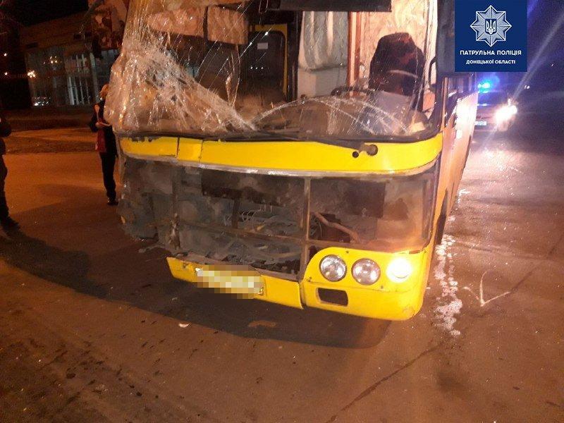 На таран! В Мариуполе автобус врезался в трамвай, -  ФОТО , фото-3