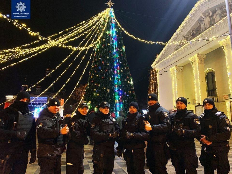 Полицейские Мариуполя сообщили, как прошла новогодняя ночь, фото-1