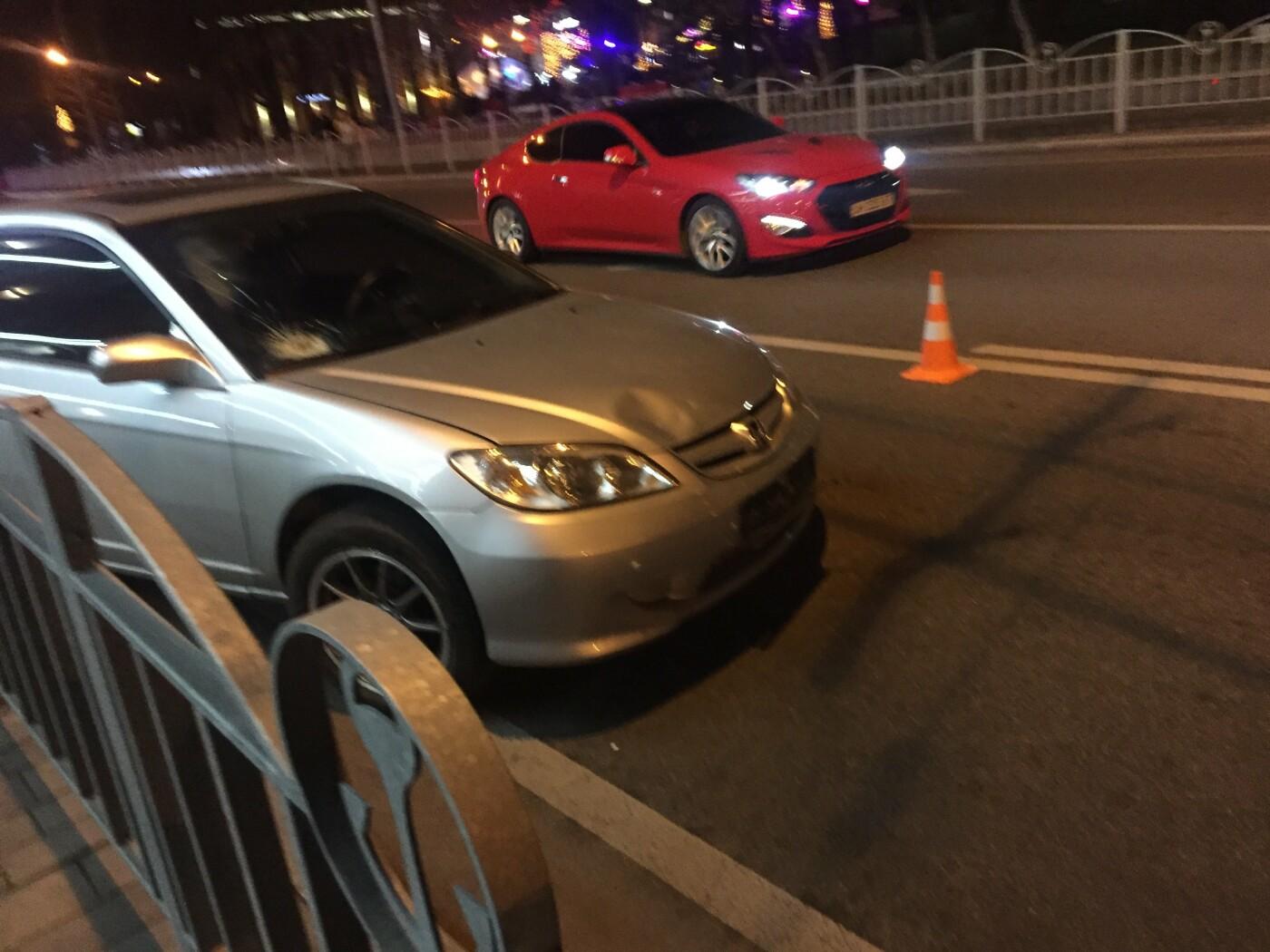 В Мариуполе «Хонда» сбила людей на остановке, фото-3