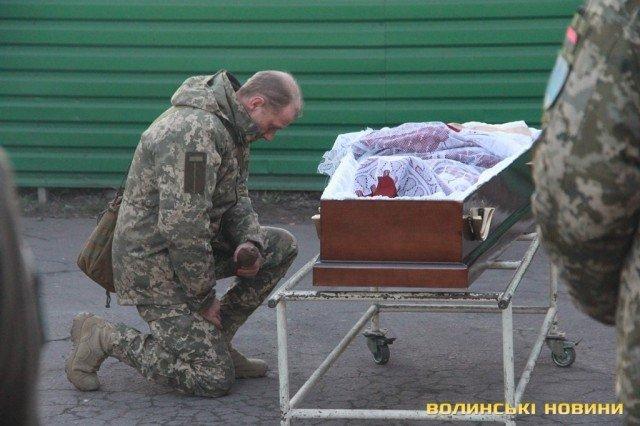 Мариуполь попрощался с погибшим бойцом Николаем Сорочуком, - ФОТО, фото-3
