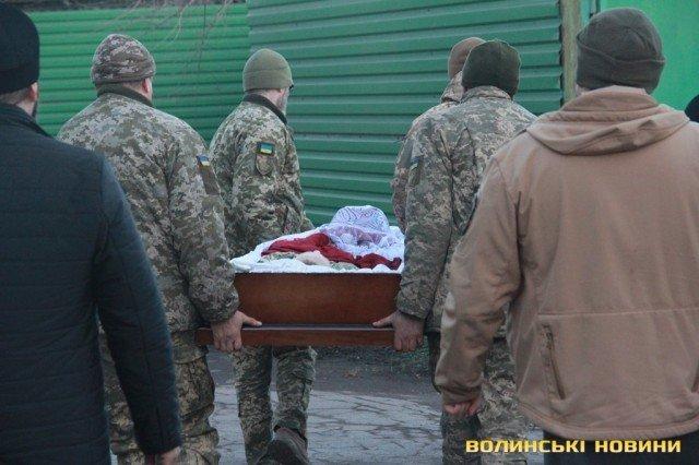 Мариуполь попрощался с погибшим бойцом Николаем Сорочуком, - ФОТО, фото-4