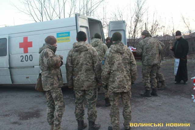 Мариуполь попрощался с погибшим бойцом Николаем Сорочуком, - ФОТО, фото-5