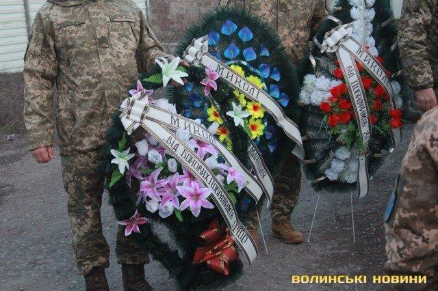 Мариуполь попрощался с погибшим бойцом Николаем Сорочуком, - ФОТО, фото-7