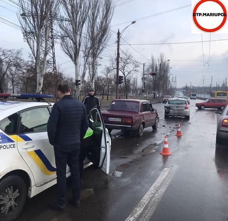 На Набережной в аварию попали две легковушки, - ФОТО, фото-1