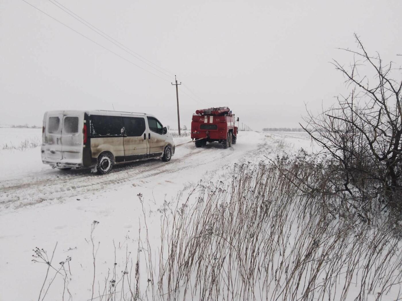 Ситуация на трассах Донецкой области: из снежных заносов спасли 68 человек, - ФОТО, фото-8