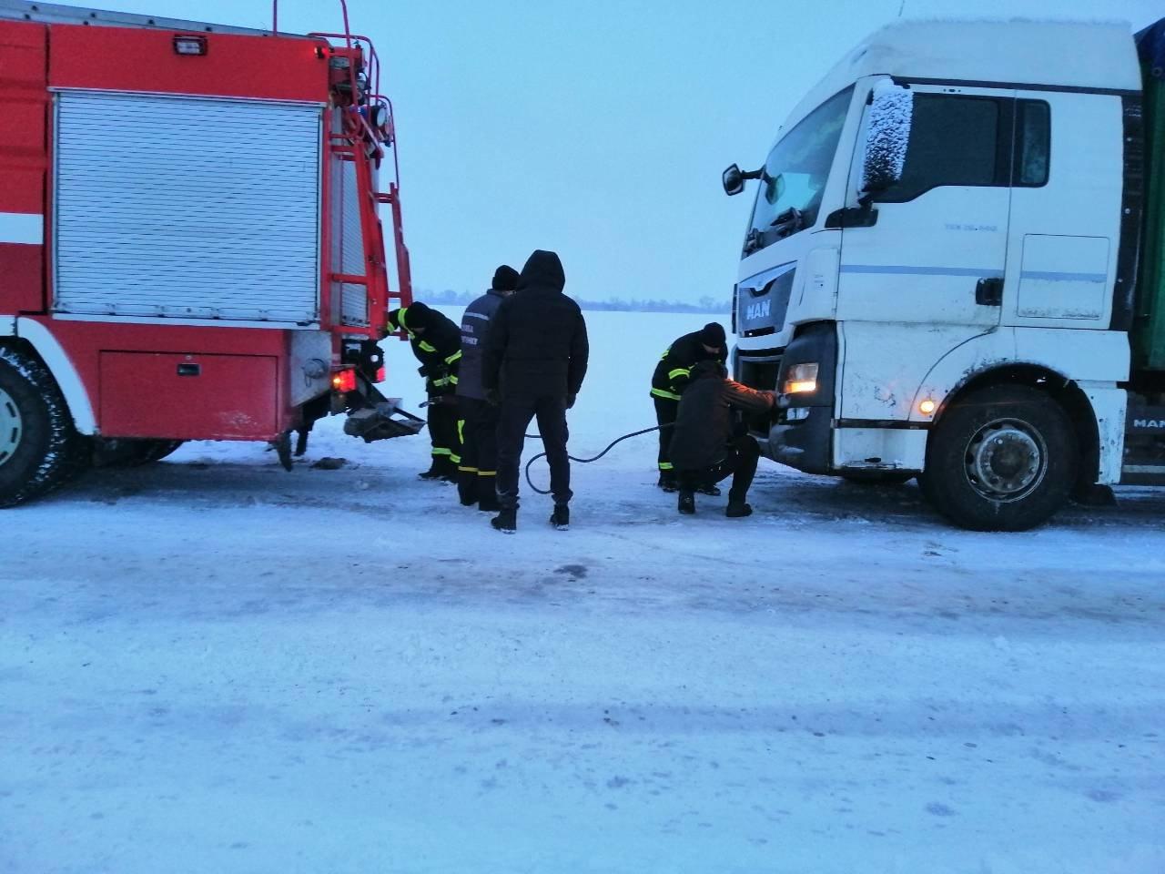 Ситуация на трассах Донецкой области: из снежных заносов спасли 68 человек, - ФОТО, фото-7