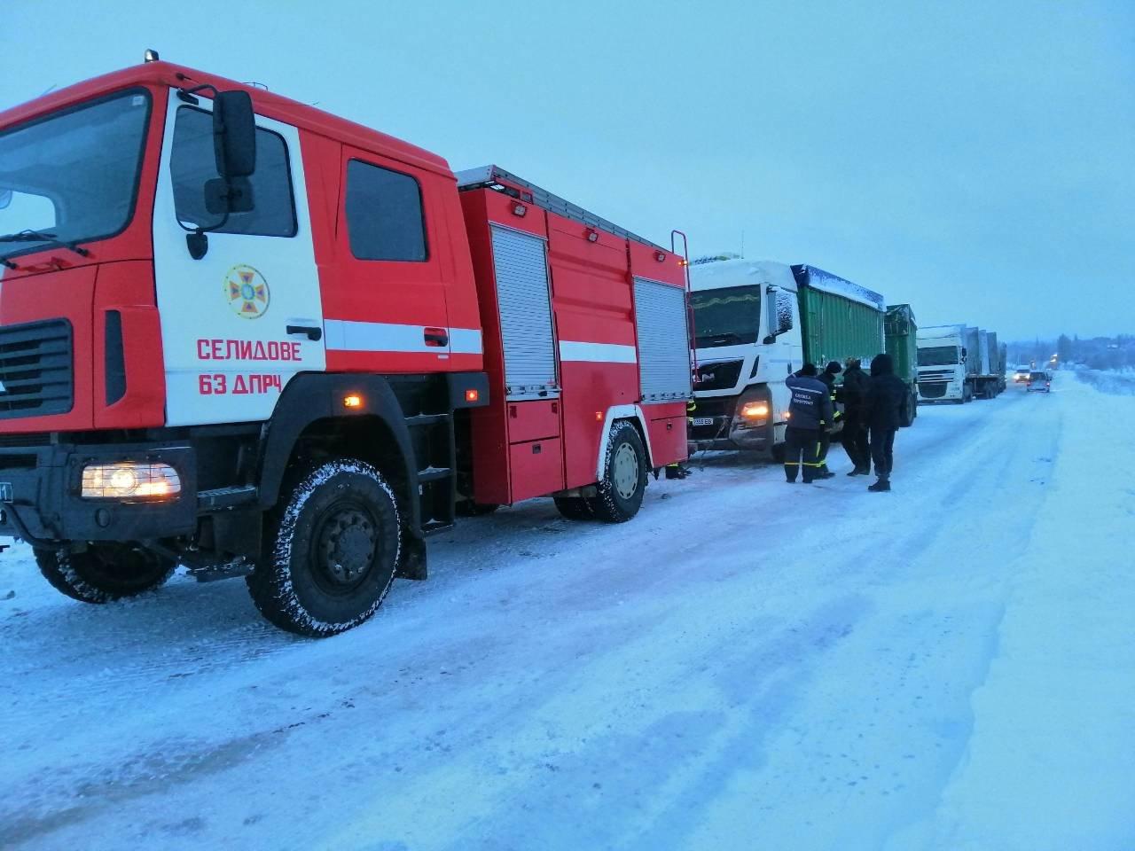 Ситуация на трассах Донецкой области: из снежных заносов спасли 68 человек, - ФОТО, фото-4