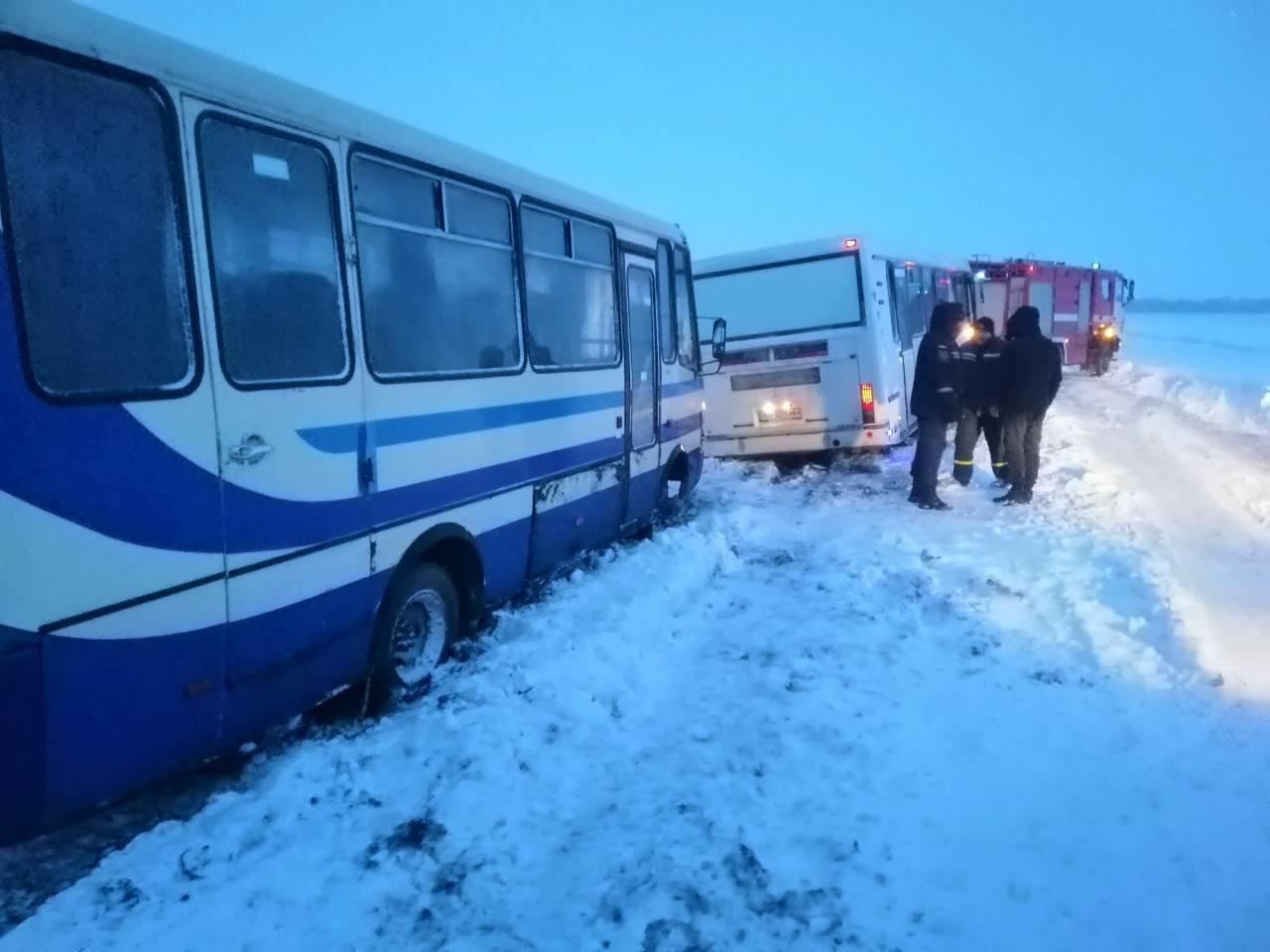 Ситуация на трассах Донецкой области: из снежных заносов спасли 68 человек, - ФОТО, фото-3
