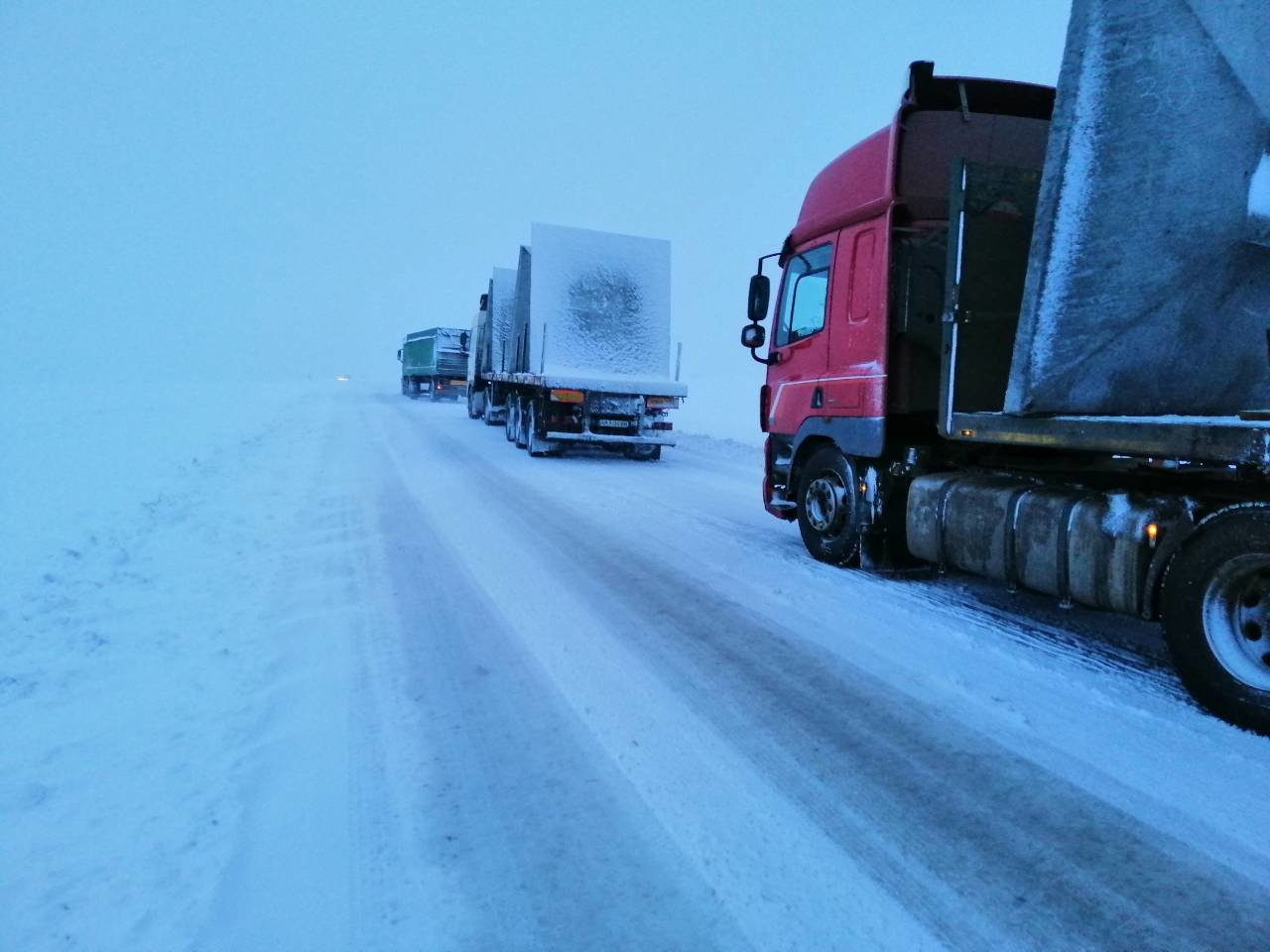 Ситуация на трассах Донецкой области: из снежных заносов спасли 68 человек, - ФОТО, фото-1