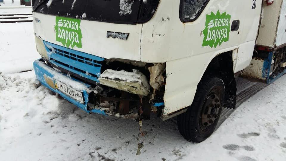 В Мариуполе грузовик с мороженым  остановил трамваи,- ФОТО, фото-2