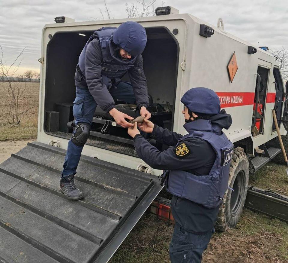 На улице Тополиной нашли минометную мину, фото-1