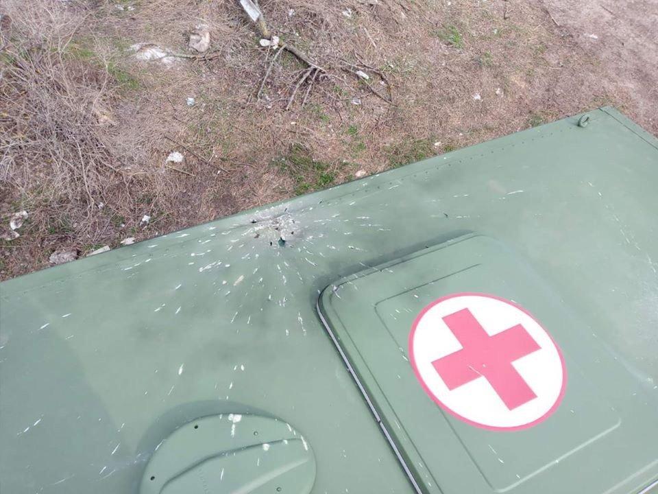 Под Мариуполем противник обстрелял медицинский автомобиль,-ОСС, фото-1