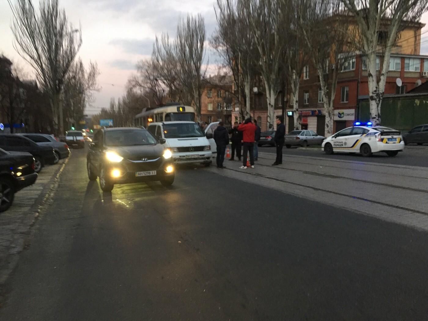 В Мариуполе водителю микроавтобуса  «Мерседес» стала плохо за рулем, фото-1