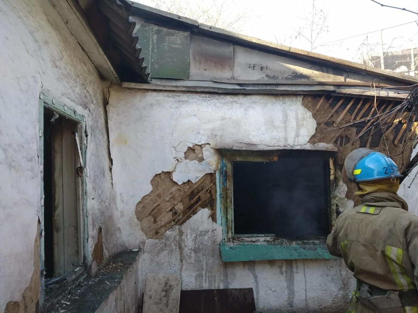 В огне в собственном доме погиб мариуполец, - ФОТО, фото-1