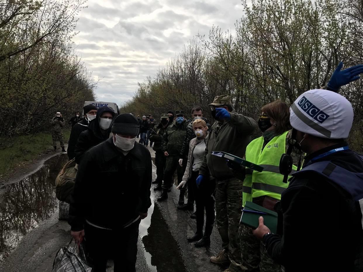 Возле КПВВ Майорск начался обмен пленными между Украиной и ОРДО, контролируемой Россией, - ФОТО, фото-3