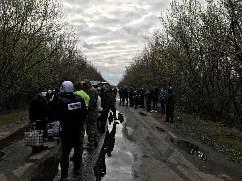Возле КПВВ Майорск начался обмен пленными между Украиной и ОРДО, контролируемой Россией, - ФОТО, фото-1