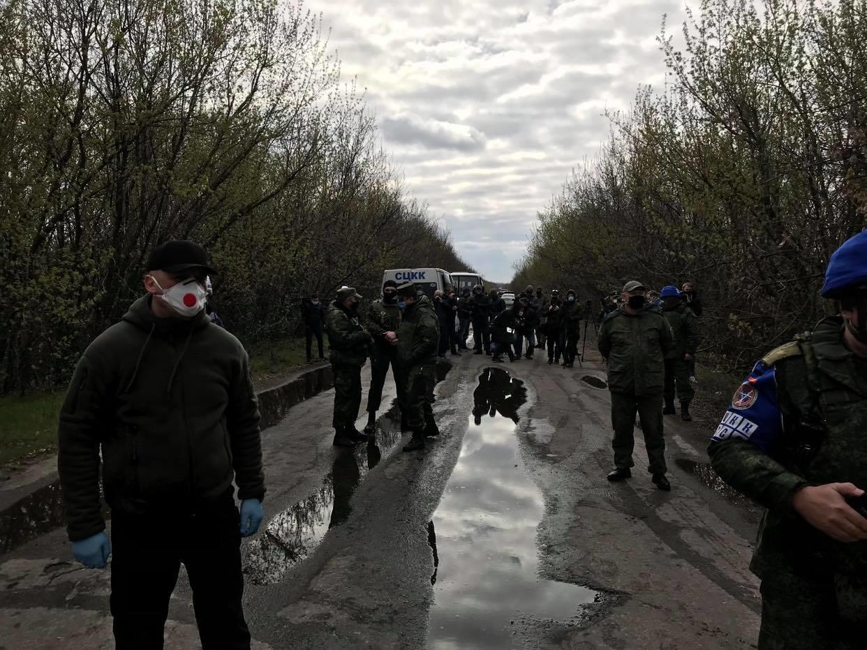 Возле КПВВ Майорск начался обмен пленными между Украиной и ОРДО, контролируемой Россией, - ФОТО, фото-2