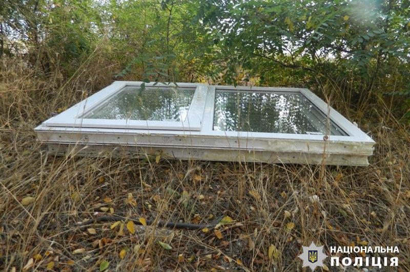 Под Мариуполем рецидивист украл пластиковые окна из чужого дома , - ФОТО, фото-2