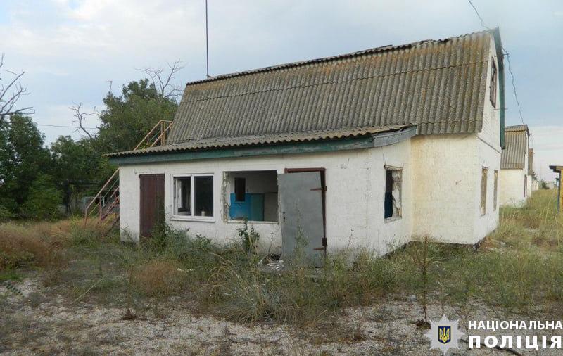 Под Мариуполем рецидивист украл пластиковые окна из чужого дома , - ФОТО, фото-1