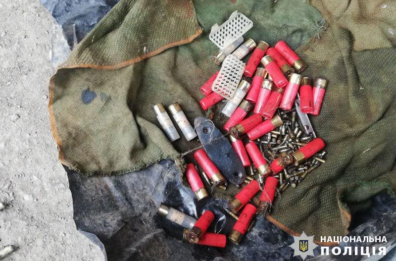 Пистолет, гранаты, патроны. Мариуполец организовал дома склад оружия, - ФОТО, фото-3