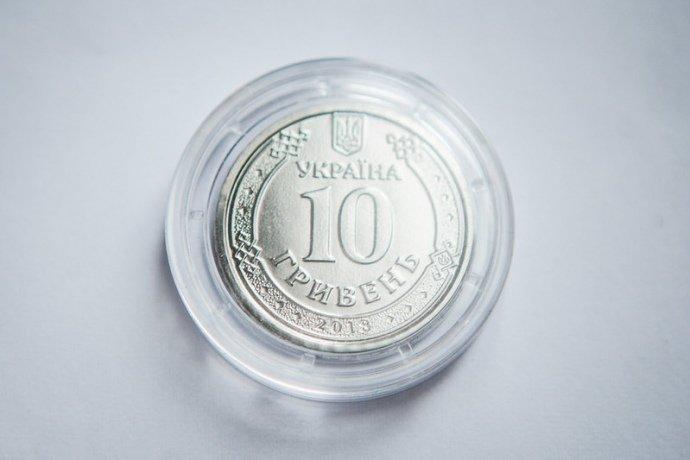 С завтрашнего дня украинцы смогут расплачиваться 10-гривневой монетой с эмблемой пограничников. - ФОТО, фото-2