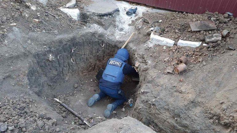 В Мариуполе возле жилых домов обнаружили мину,- ФОТО, фото-1
