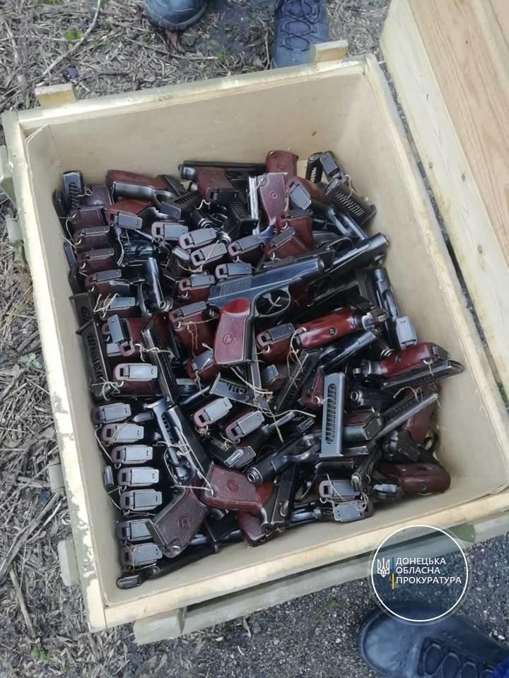 """В мариупольской """"заброшке"""" нашли более 1000 гранат и 50 пистолетов, - ФОТО, фото-6"""