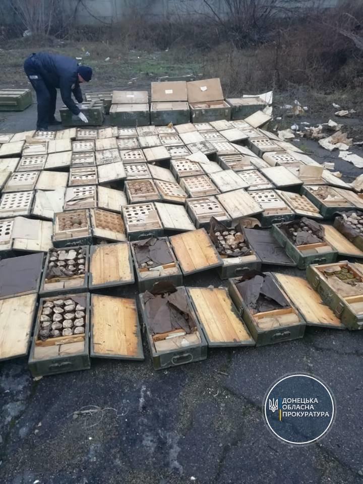 """В мариупольской """"заброшке"""" нашли более 1000 гранат и 50 пистолетов, - ФОТО, фото-5"""