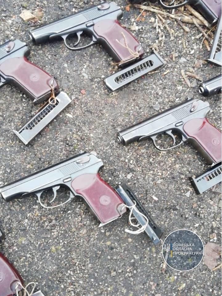 """В мариупольской """"заброшке"""" нашли более 1000 гранат и 50 пистолетов, - ФОТО, фото-1"""