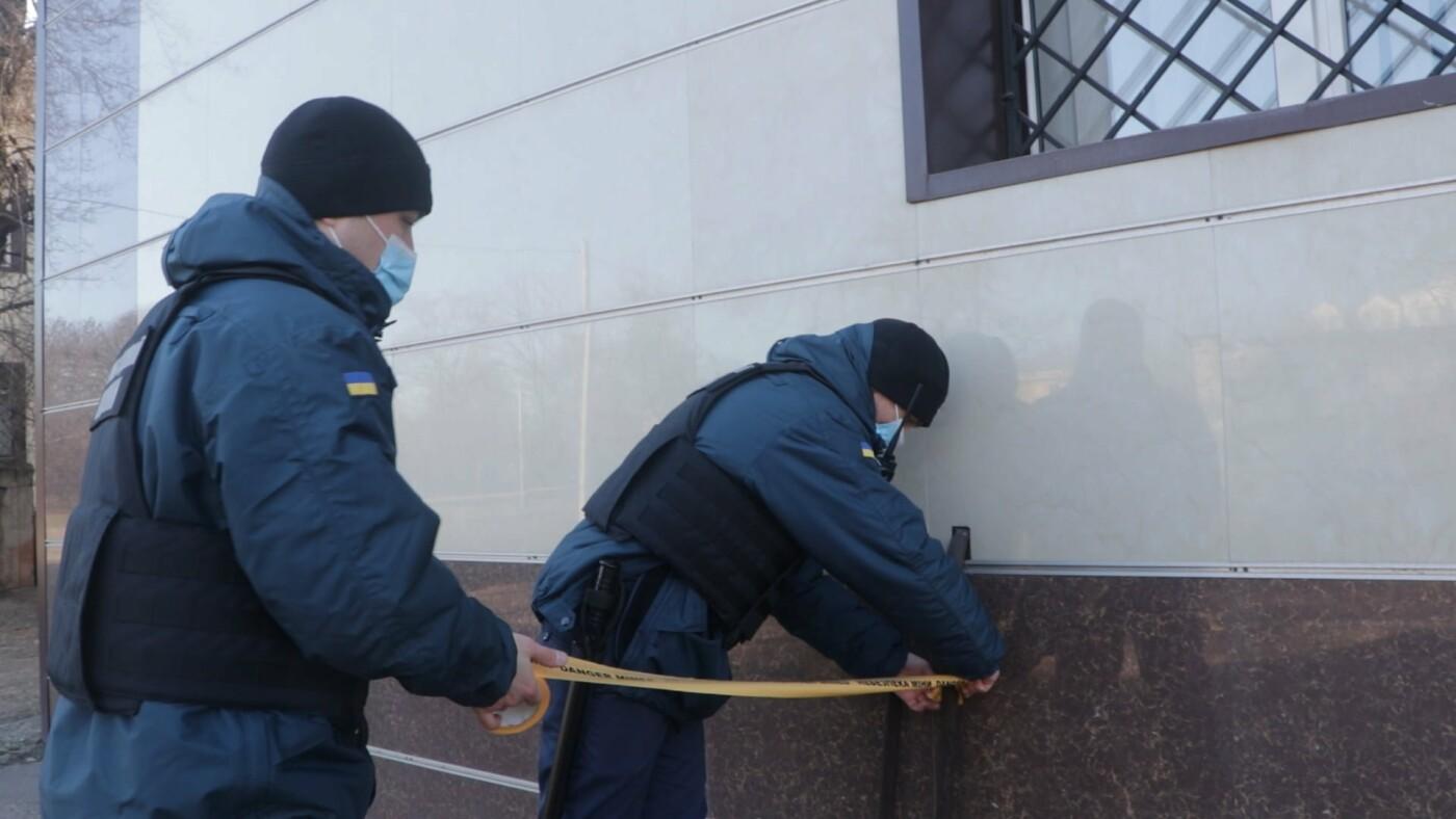 В Мариуполе возле суда обнаружили подозрительный предмет, - ФОТО, фото-8