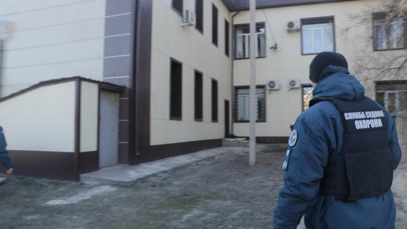 В Мариуполе возле суда обнаружили подозрительный предмет, - ФОТО, фото-9