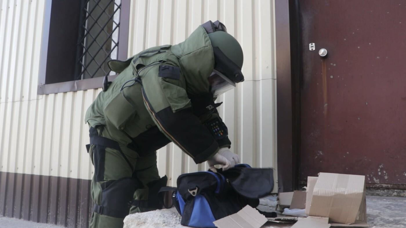 В Мариуполе возле суда обнаружили подозрительный предмет, - ФОТО, фото-1
