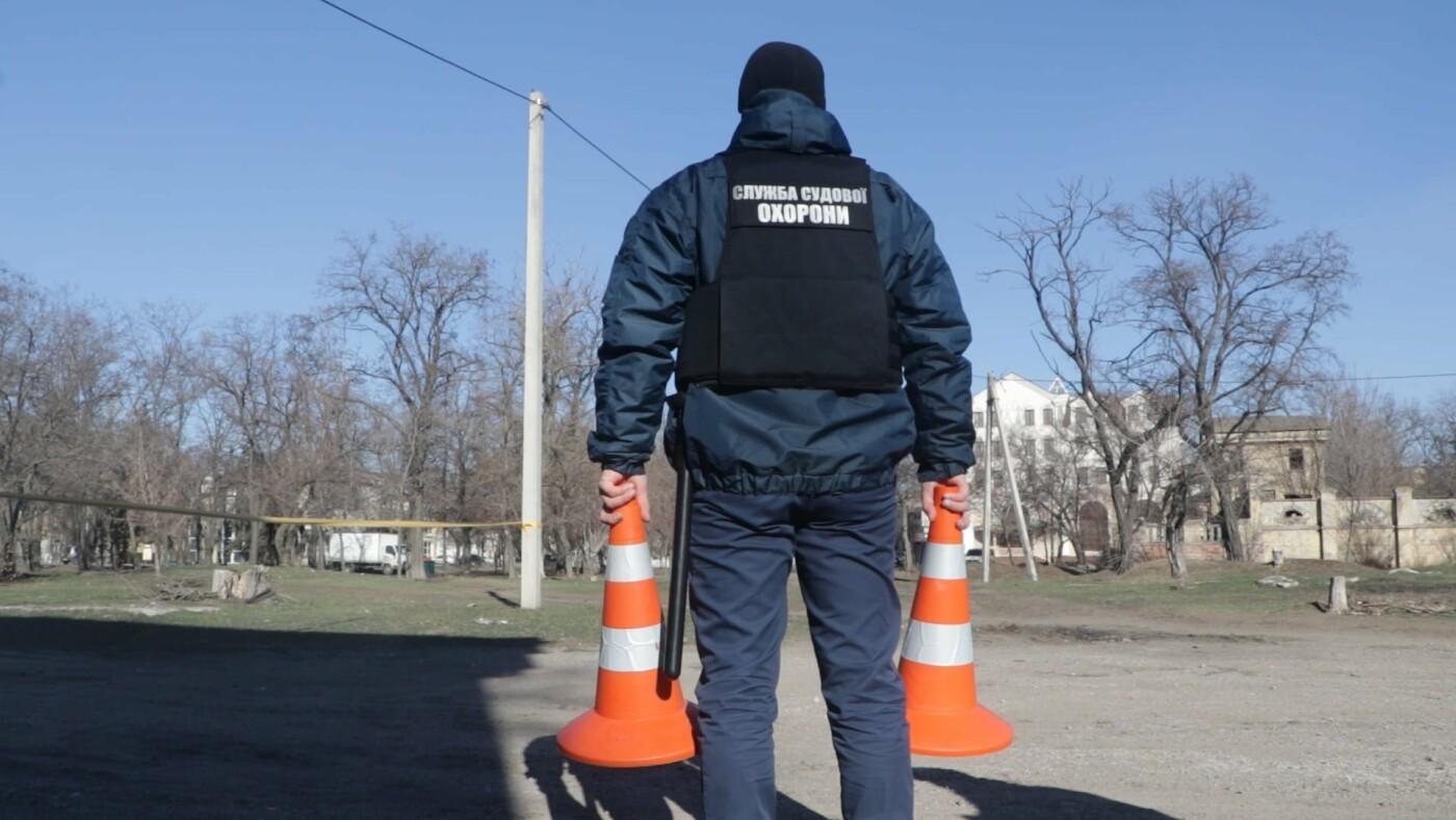 В Мариуполе возле суда обнаружили подозрительный предмет, - ФОТО, фото-2