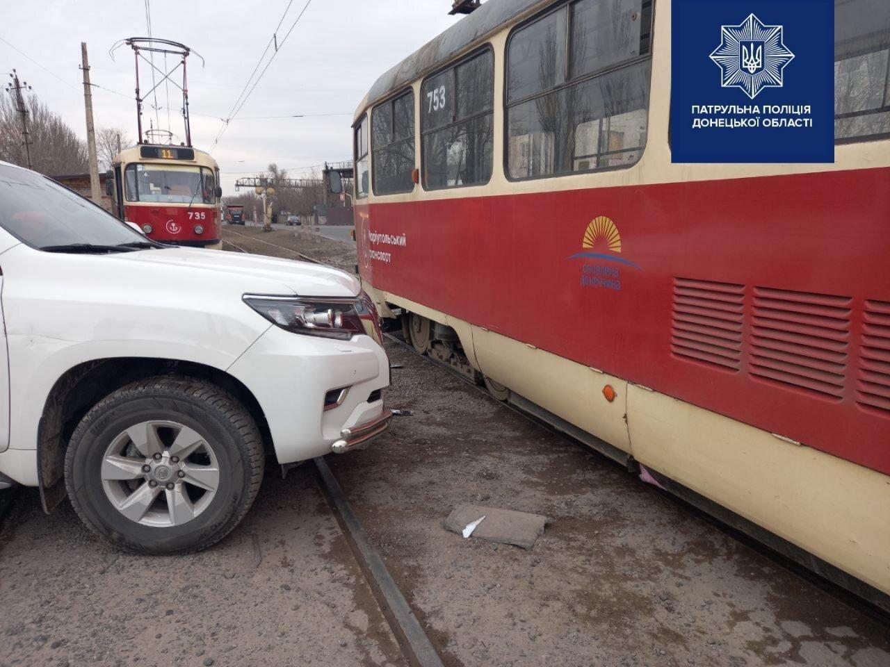 """Мариуполец на """"Тойоте"""" врезался в трамвай, - ФОТО, фото-1"""