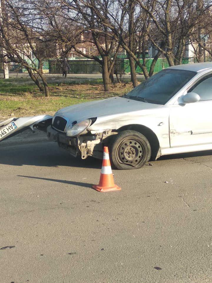 Тройное ДТП. В Мариуполе пострадала пассажирка припаркованного авто, - ФОТО, фото-1