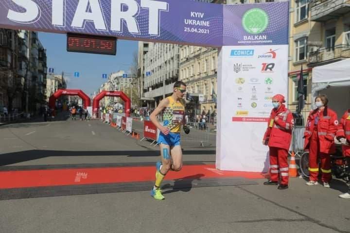 Мариуполец занял 3-е место в Международном престижном марафоне, фото-1