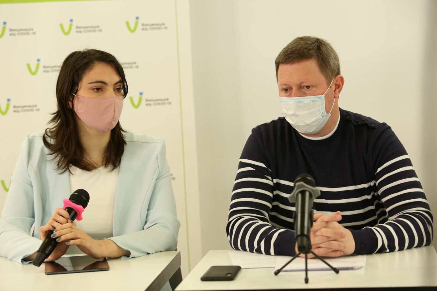 В Мариуполе медицинские эксперты рассказали, кого будут прививать вакциной AstraZeneca корейского производства, фото-3