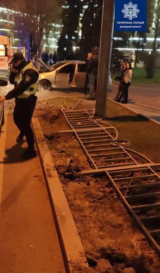 Снова авария на кольце. В Мариуполе лихач на Chevrolet Lacetti  снес забор,- ФОТО, фото-1
