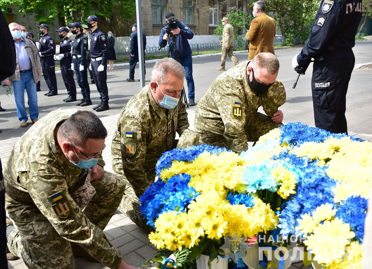 В Мариуполе почтили память погибших под ГУВД правоохранителей, - ФОТО, фото-5