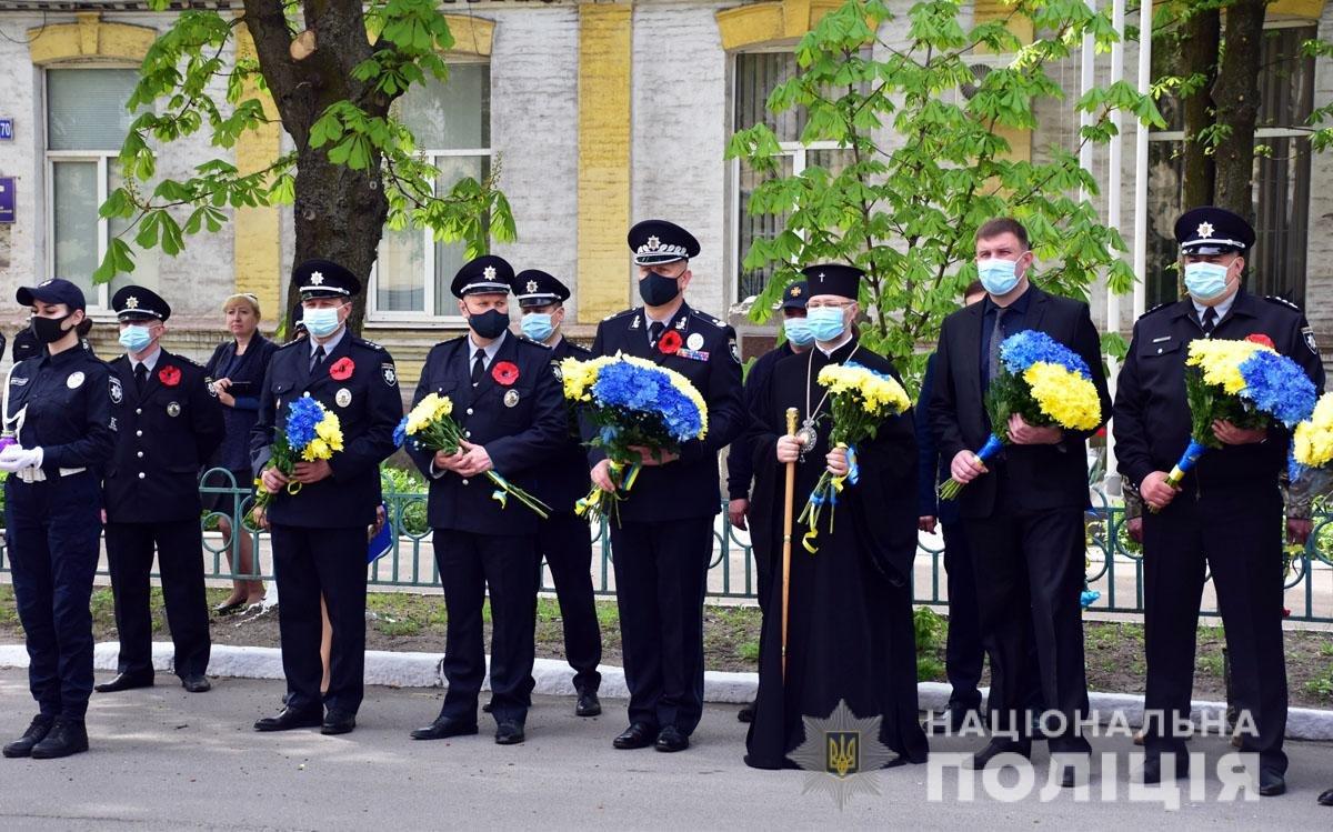 В Мариуполе почтили память погибших под ГУВД правоохранителей, - ФОТО, фото-8
