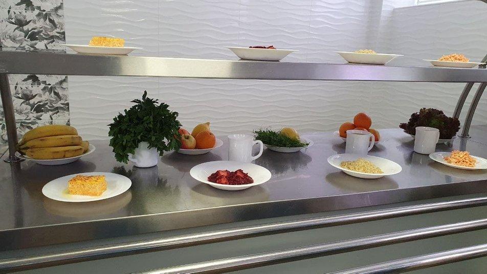 Без солі, сосисок та консервів. Чим годуватимуть дітей у шкільних їдальнях Маріуполя, - ФОТО, фото-5